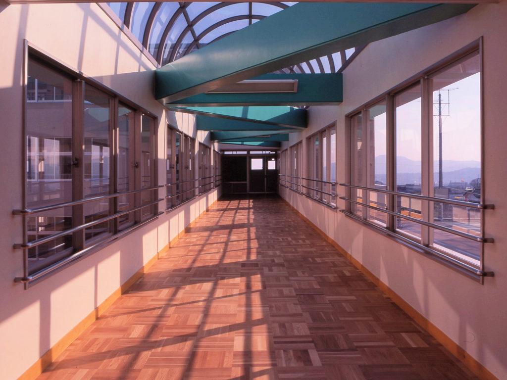 平成5・6年度大富士中学校建設工事(JV)渡り廊下 内部