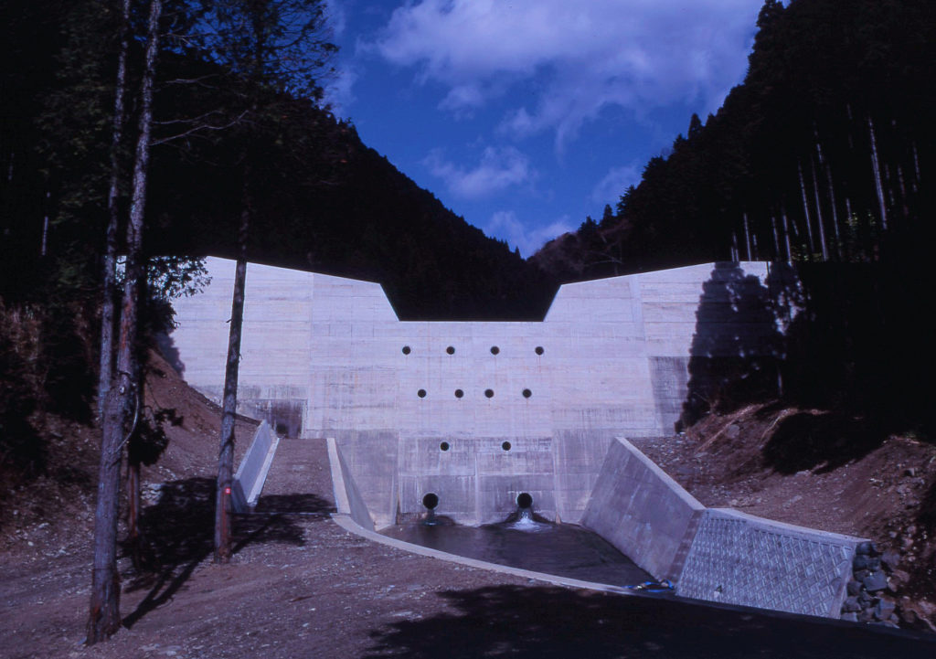 富士川支川稲子川火山砂防ダム工事  <1989~1993年>
