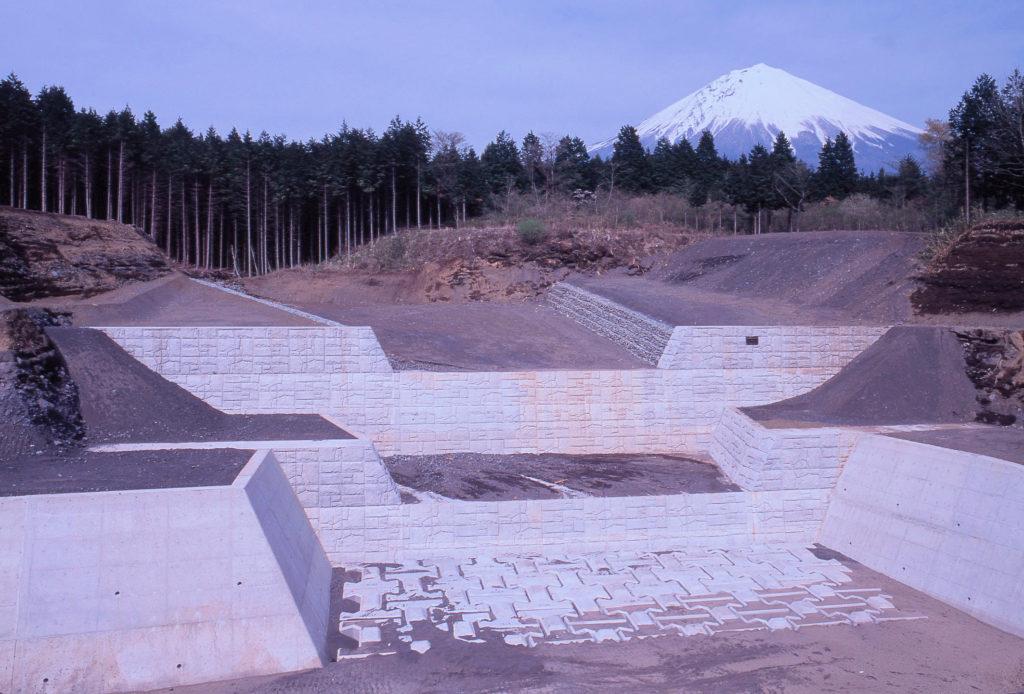平成元年度富士山足取沈砂地工その3工事  <1990年>